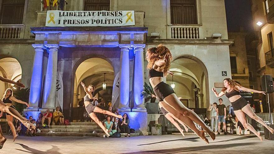 El festival Figueres es Mou programa quinze actuacions de dansa al carrer