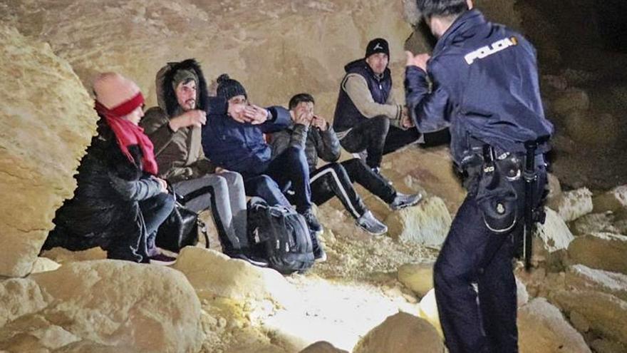 La Policía detiene a 20 patrones de pateras llegadas a Alicante durante los últimos meses