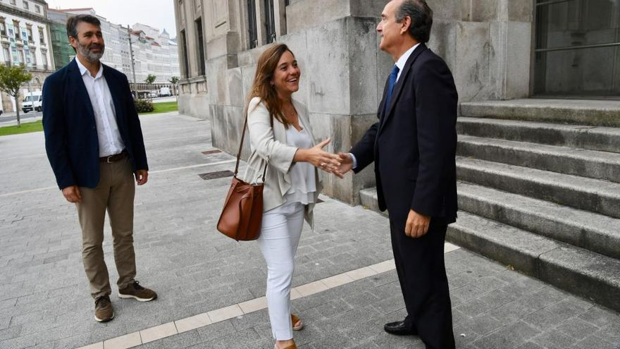 La alcaldesa de A Coruña se reúne con el presidente del Puerto