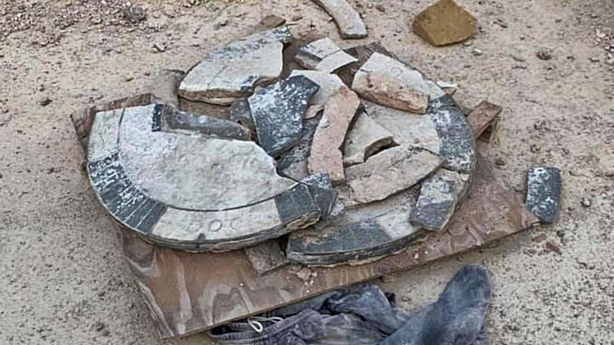 Rompen una placa conmemorativa durante las obras del Mercat Central