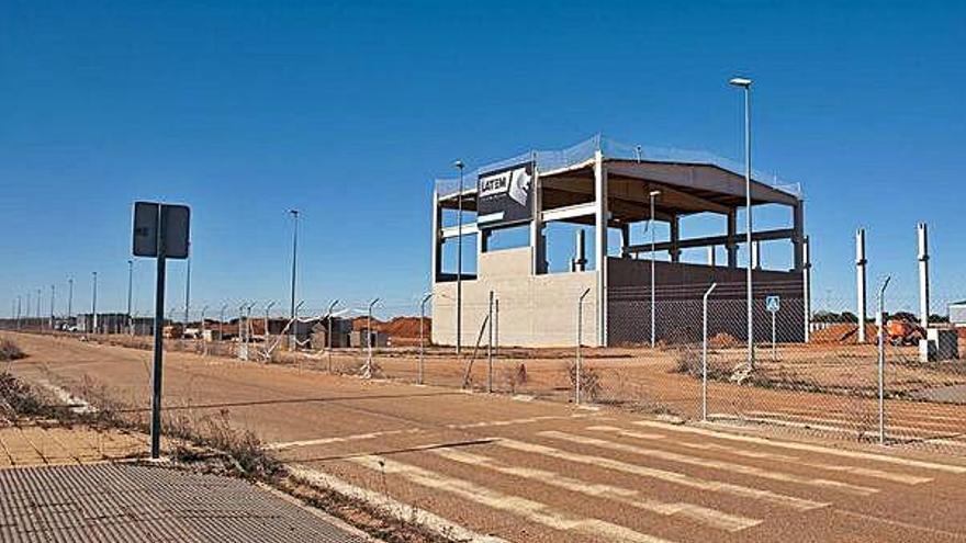 Luz verde a 2,4 millones de euros de incentivos regionales del Gobierno para la empresa Latemaluminium de Villabrázaro