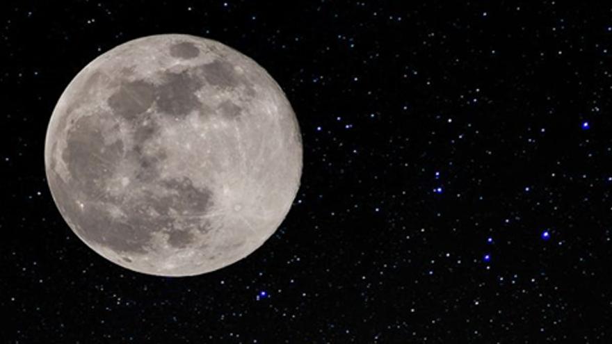 En abril #YoMeQuedoEnCasa viendo la Superluna 'rosa' y la lluvia de estrellas