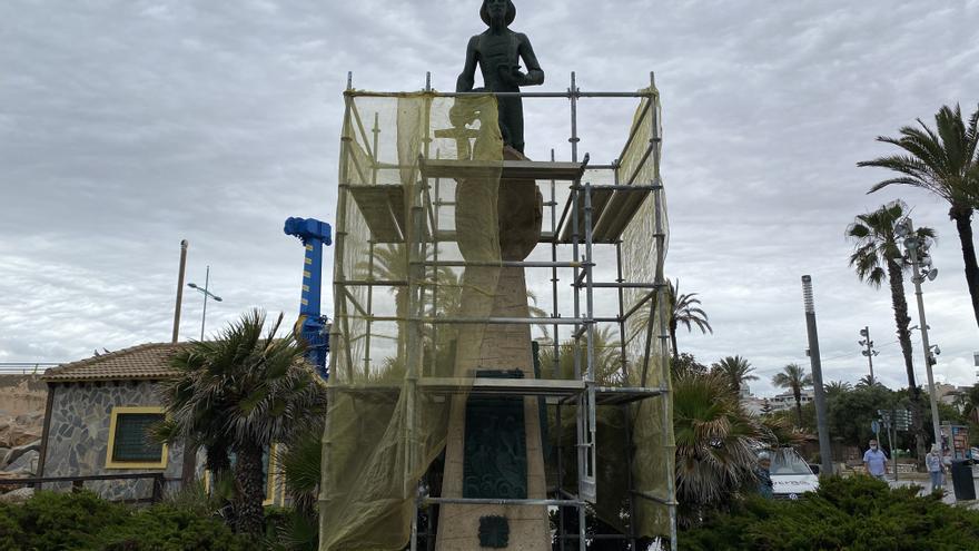 Inicio de las obras de las primeras obras de rehabilitación del Monumento al Hombre del Mar de Torrevieja a los 46 años de su inauguración