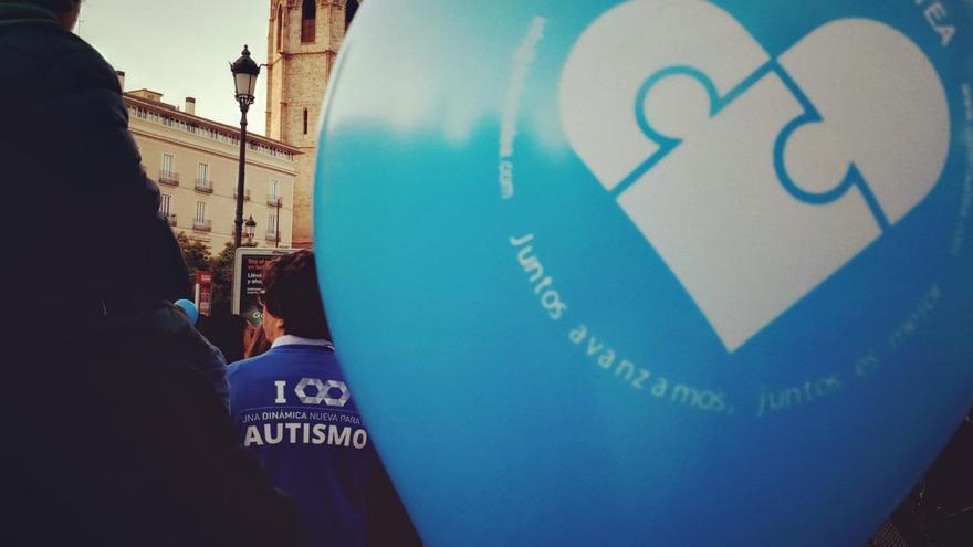 """Las familias denuncian ante la UE la """"vulneración de derechos"""" de las personas con autismo en la Comunitat Valenciana"""