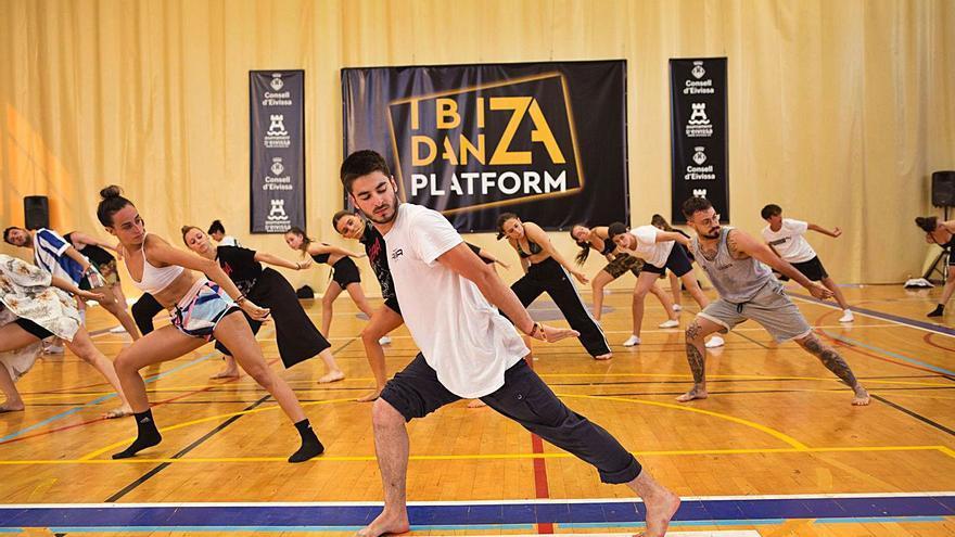 Curso de danza urbana en Ibiza con Lucía Marín y Adrián Gas