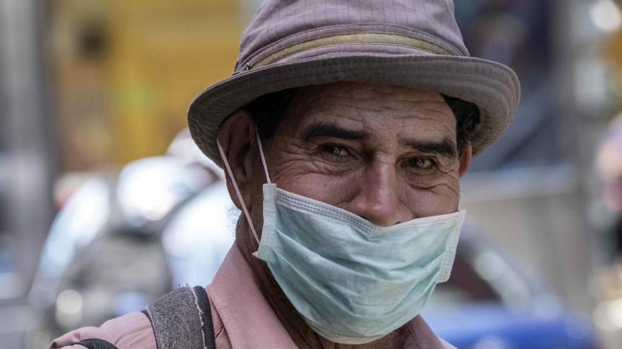 Los mayores de 65 años de Murcia ya pueden retirar sus mascarillas en las farmacias