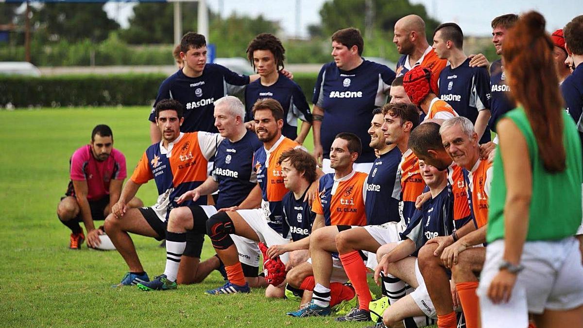 Uno de los encuentros de rugby inclusivo impulsados por el club cullerense.   LEVANTE-EMV