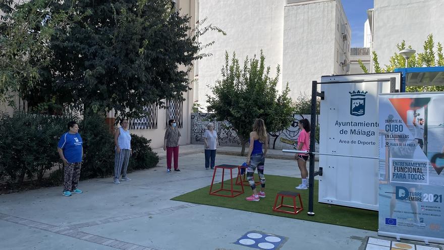 El Ayuntamiento de Málaga invita a 60 vecinos de la barriada de Lagunillas a hacer ejercicio funcional