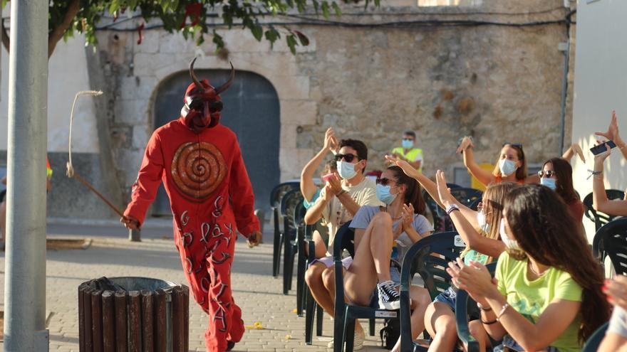 Sant Joan «condena» a sus 'Dimonis' que reparten 'llandera' contra el virus