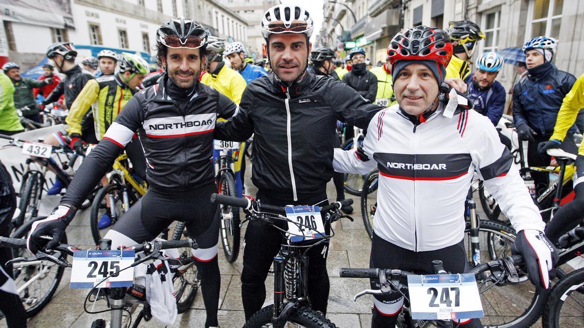 Ezequiel Mosquera, Óscar Pereiro y Álvaro Pino, en una carrera en Vigo. // Marta G. Brea
