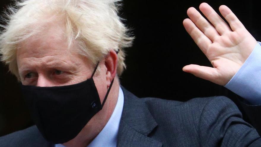 Johnson mantiene las restricciones locales sin descartar más medidas