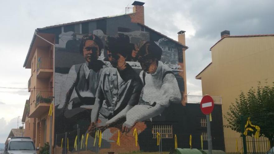 Avià embelleix murs i façanes de l'espai públic amb obres artístiques de gran format