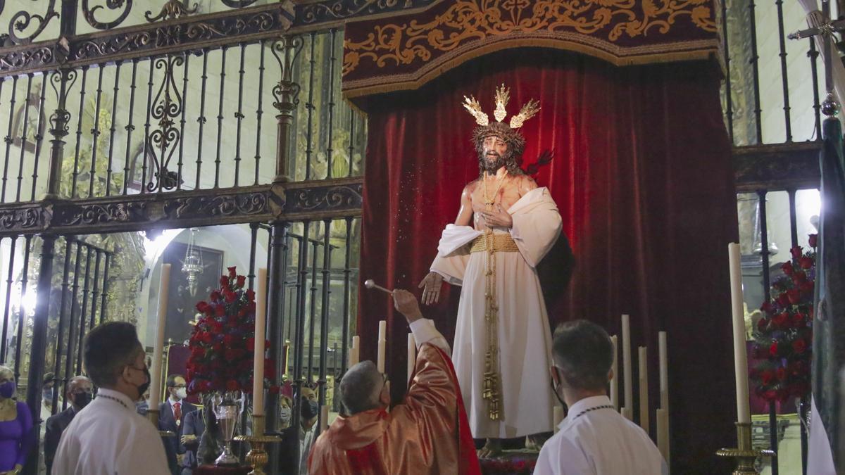 Bendición y presentación, ayer en Santiago, de la nueva talla de Jesús Despojado, que procesionará en Martes Santo.