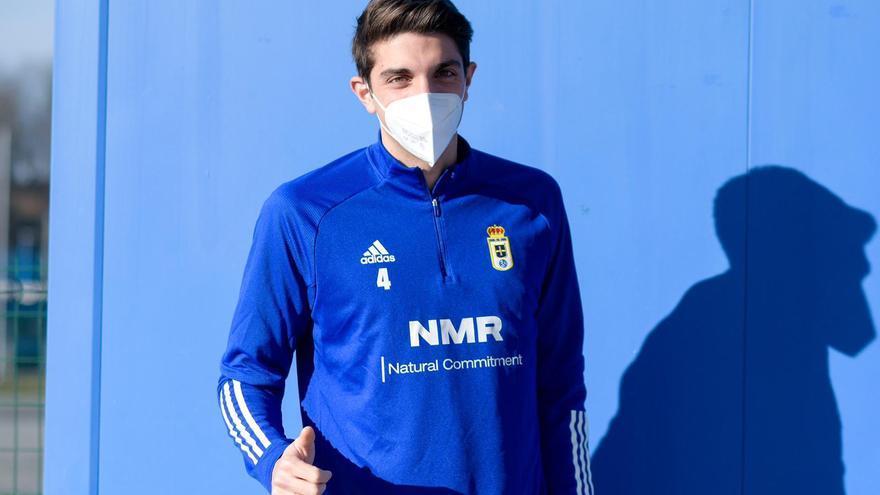 Edgar reaparece en El Requexón tras su contagio por covid y se entrena en solitario con el Oviedo