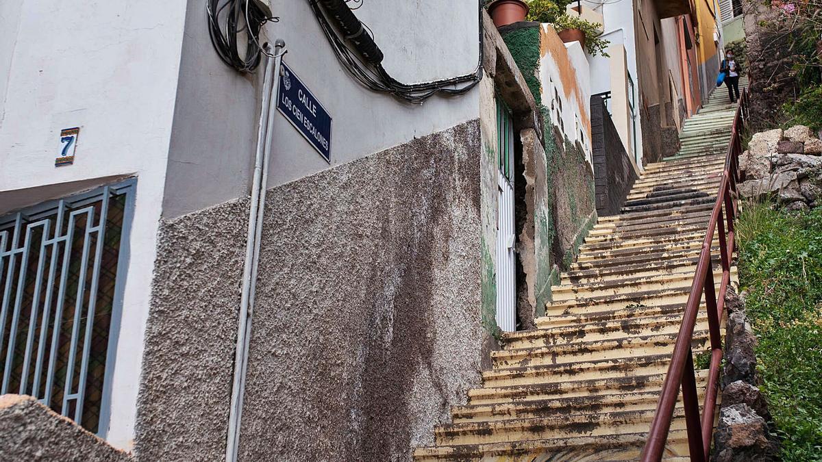 Escaleras entre viviendas en Barrio Nuevo, Santa Cruz de Tenerife.