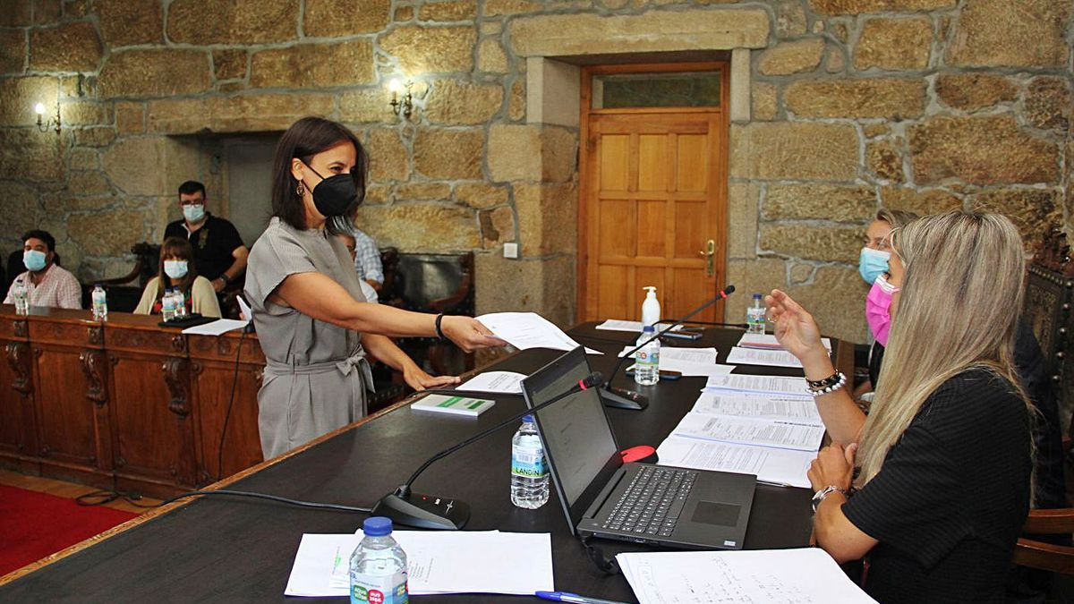 Paula Fernández Pena, durante su toma de posesión como concejala. |   // BERNABÉ/ANA AGRA