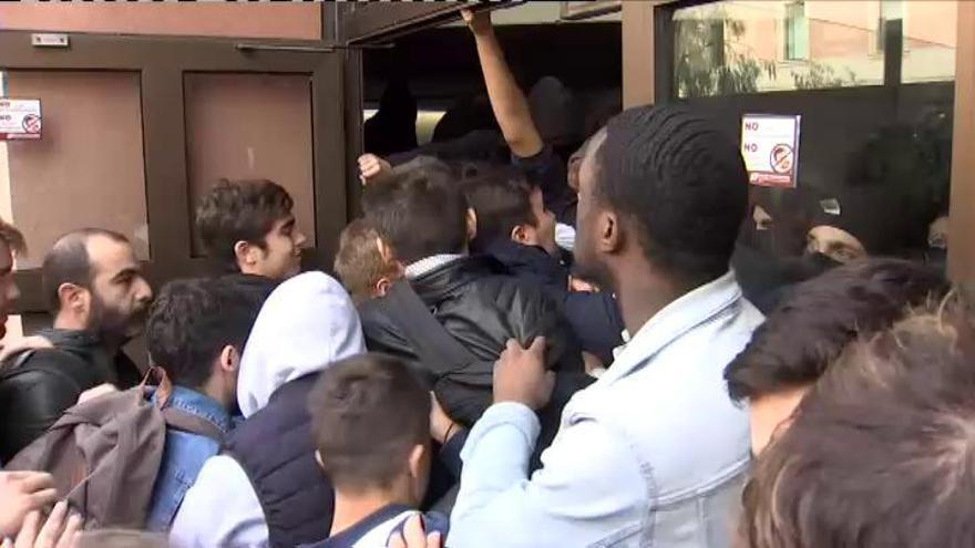 Estudiantes bloquean el acceso a la Pompeu Fabra