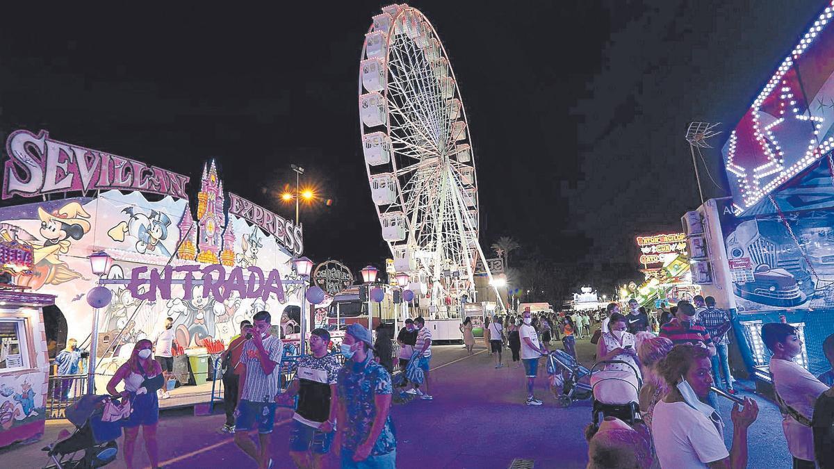 La noria es una de las atracciones más emblemáticas de la Feria de Murcia