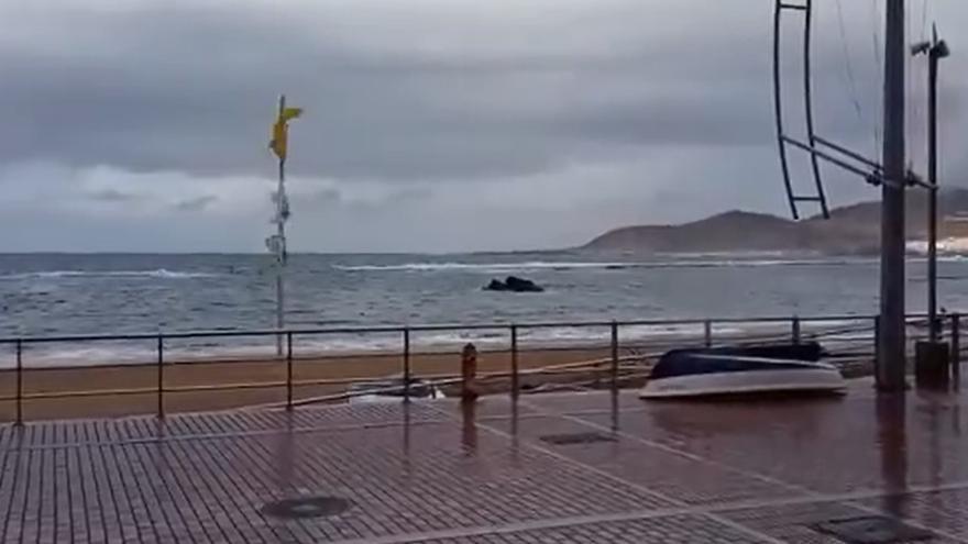 Lluvia en Las Canteras (05/03/21)