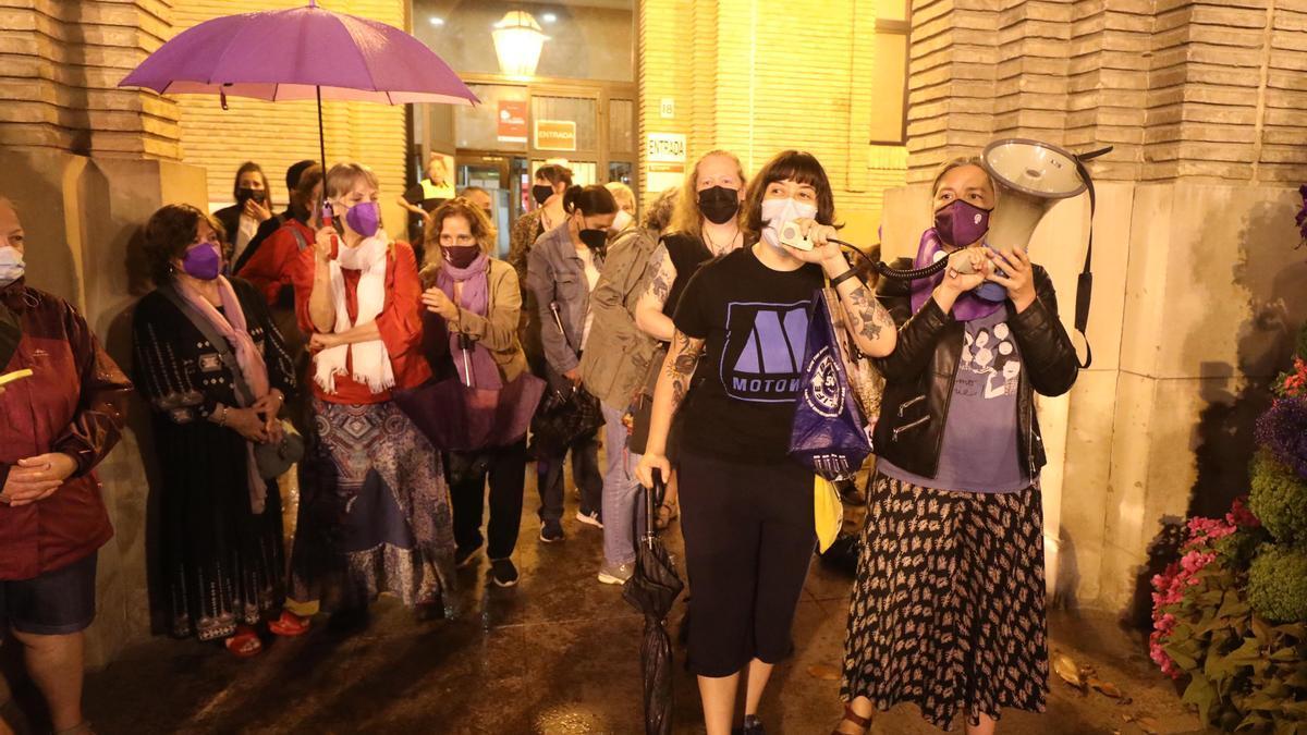 Concentración feminista en Zaragoza por los últimos asesinatos cometidos