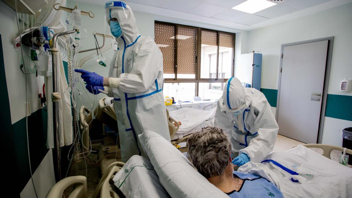 Enfermos por coronavirus en el Hospital General.