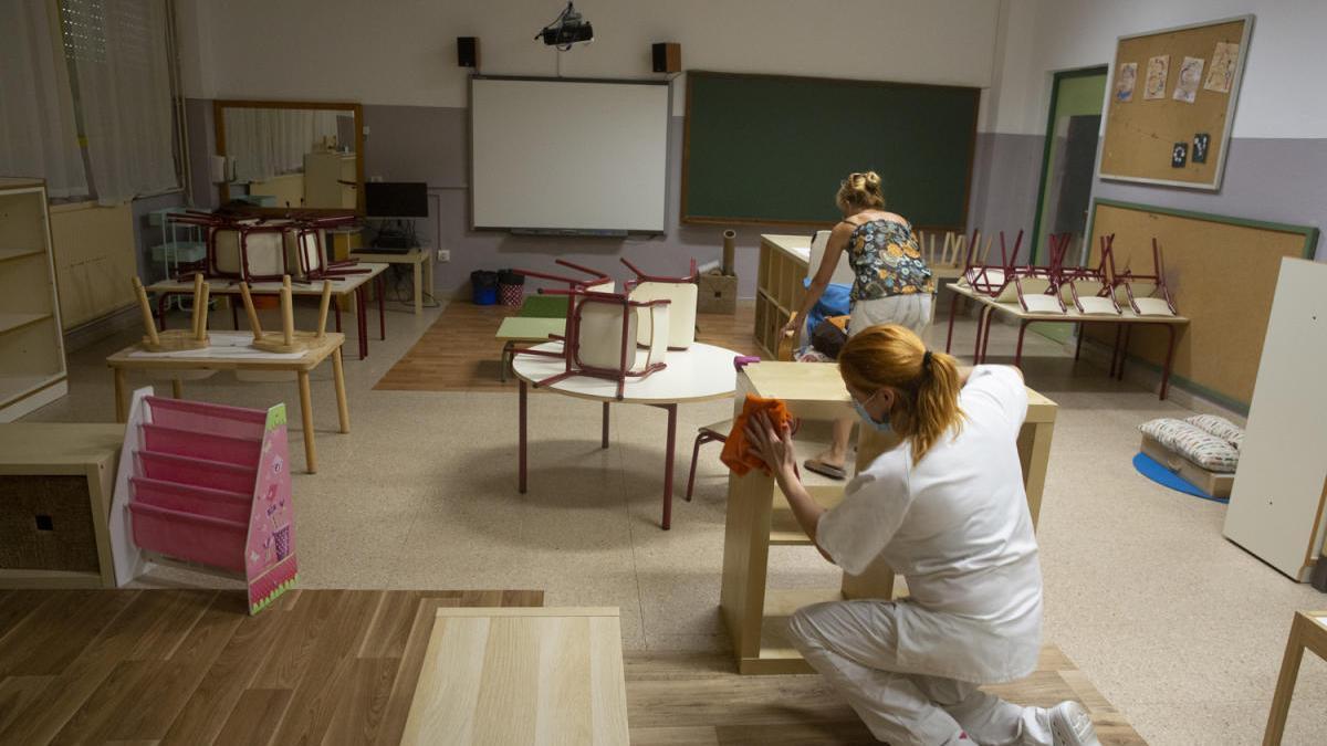 El contagio de coronavirus de una maestra de un colegio de Tavernes de la Valldigna alerta a Sanidad y Educación.