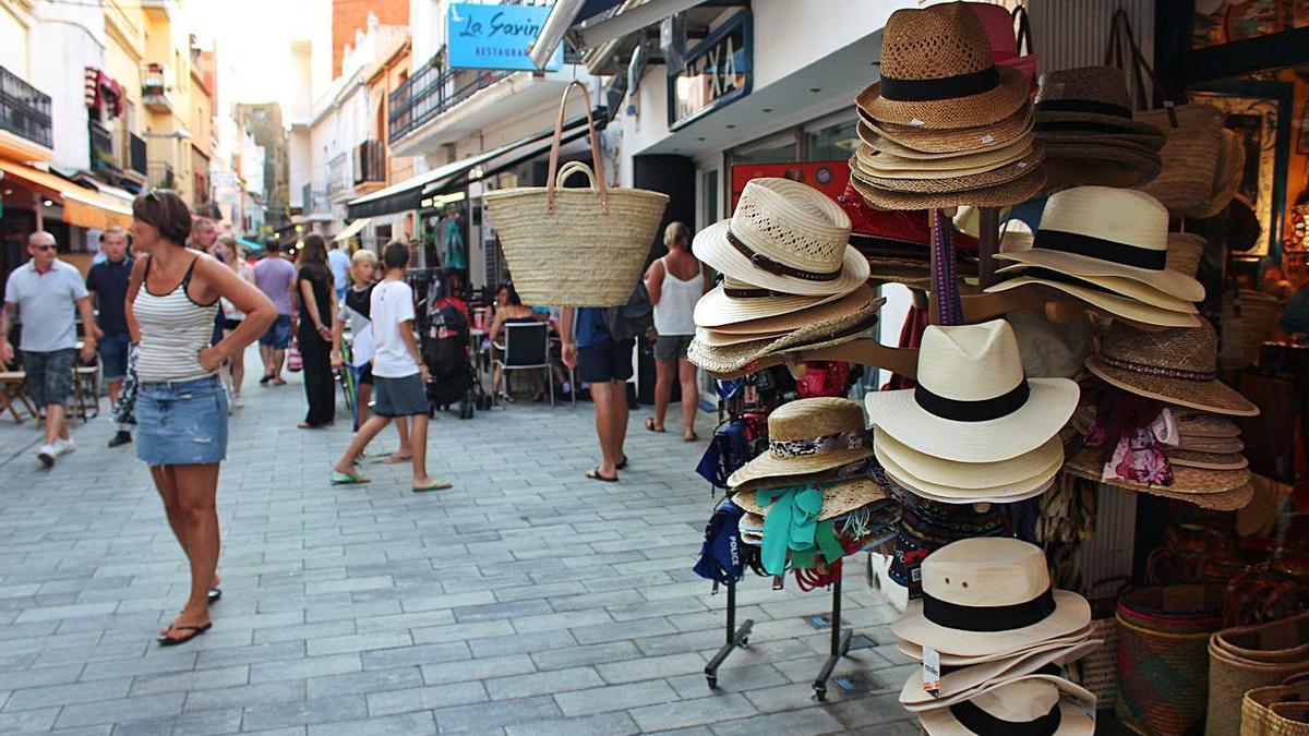 El turisme respon de forma positiva a les noves campanyes de dinamització del comerç local   SANTI COLL