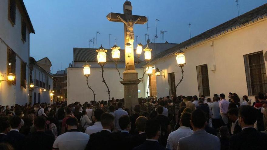 La Policía desaloja la plaza de Capuchinos por una gran aglomeración en un acto de la hermandad de la Paz