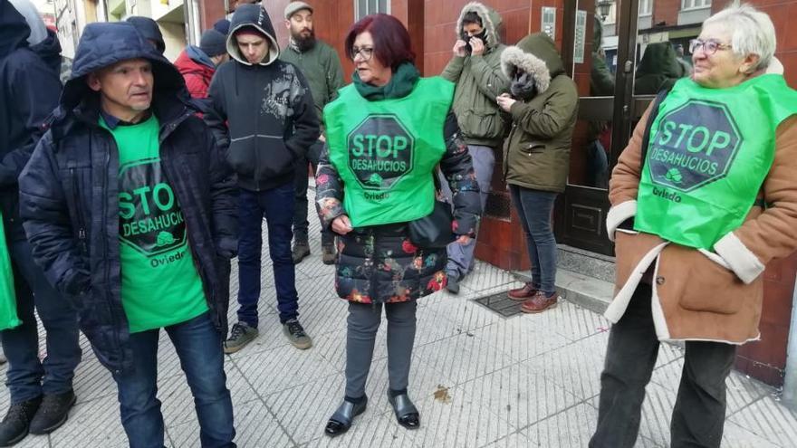 """""""O pagaba el alquiler o daba de comer a mi hijo"""", dice la mujer desahuciada en Oviedo"""