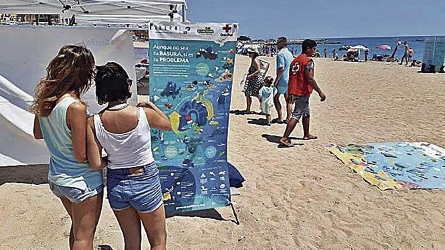 Cruz Roja y SEO/BirdLife organizan acciones de sensibilización ambiental en las playas de Baleares