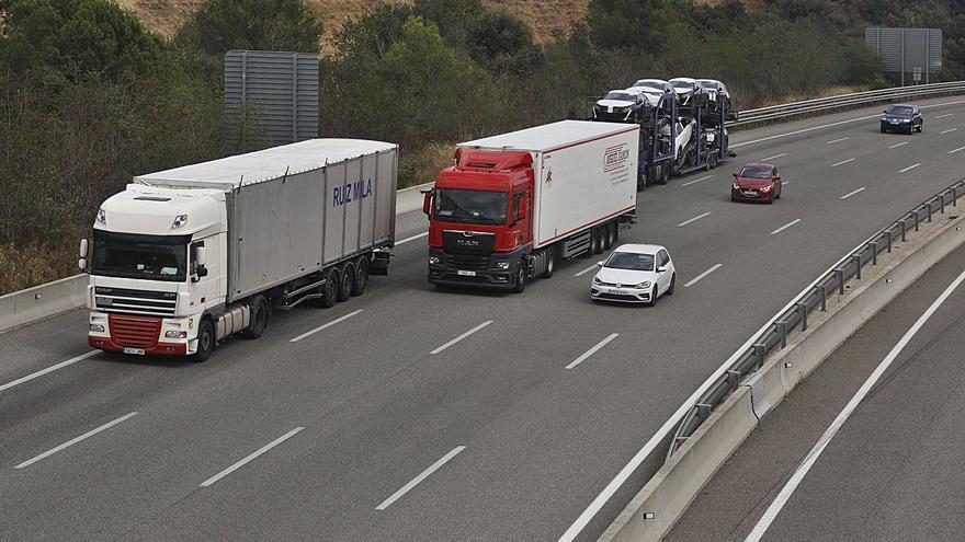 Troben tres immigrants amagats a la càrrega d'un camió a l'AP-7 a Fogars