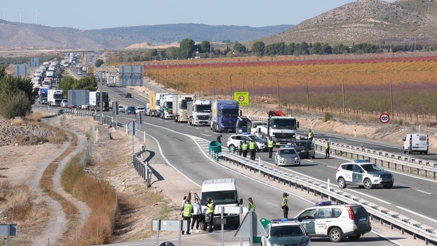 Controles en la autovía y descenso del 35% en la ocupación de los AVE