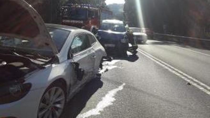 Una docena de heridos en dos accidentes en Mos y Sanxenxo