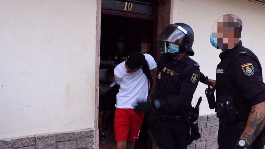 Dos apuñalados y cuatro detenidos en una riña tumultuaria en Alicante
