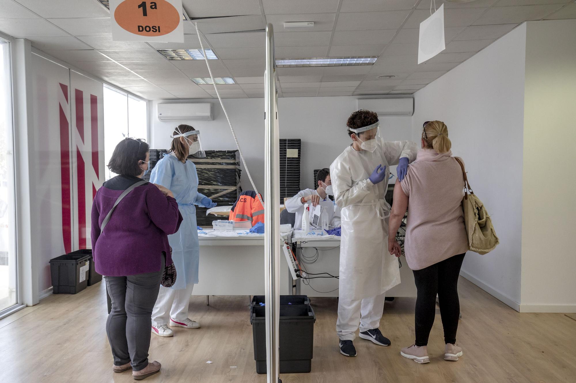 Las 10 nuevas líneas de Son Dureta permitirán vacunar a 3.500 personas cada día