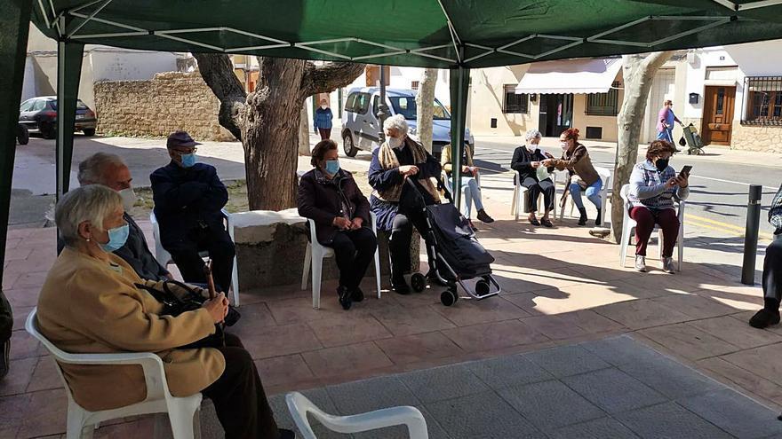 Alborache y Macastre evitan el cierre de sus centros auxiliares en julio y agosto