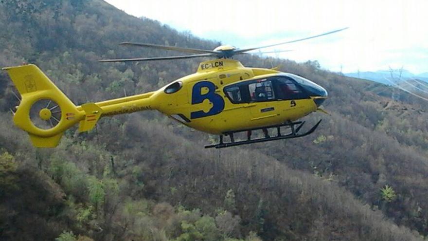 Recuperan en helicóptero el cadáver de un cazador que falleció en la zona de Rio Seco, en Llanes