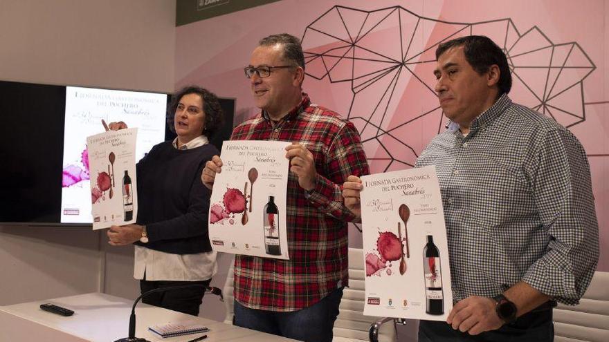 Jesús Prada flanqueado por Cristina Fernández y Jesús Rodríguez en la presentación de las I Jornadas del Puchero