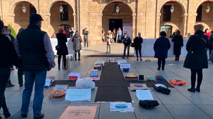 Los comerciantes avilesinos protestan en la plaza de España de Avilés