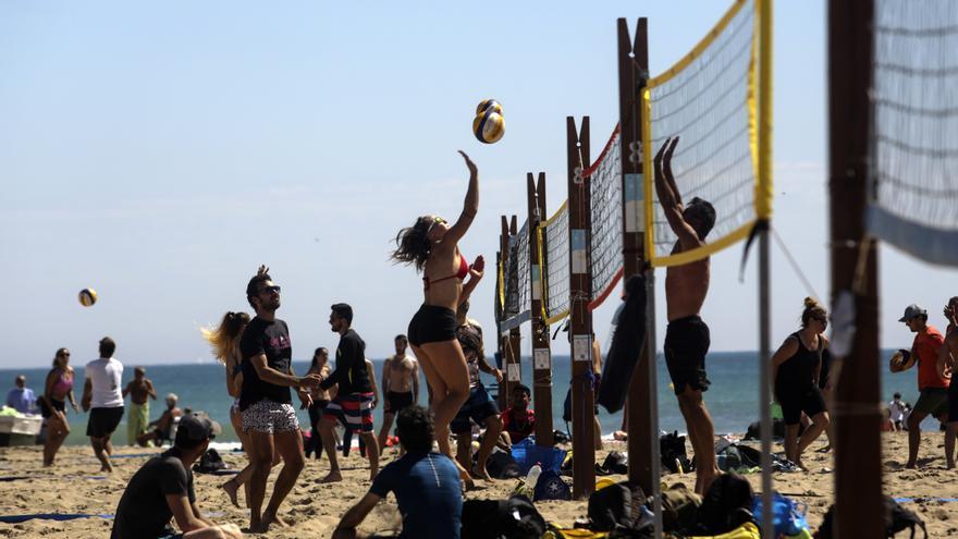 Día de playa sin mascarilla en València