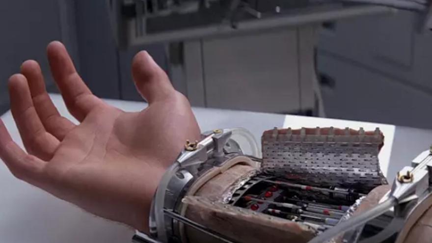 El brazo robótico de Luke Skywalker inspira para crear piel artificial capaz de sentir