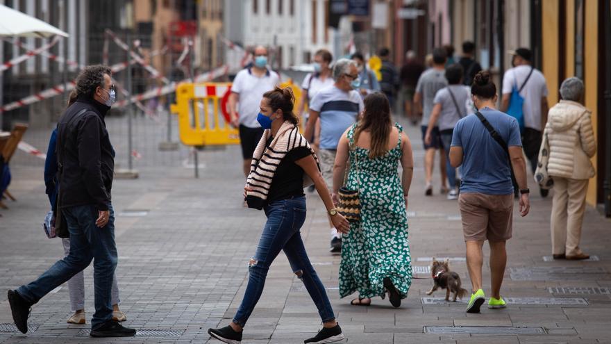 Canarias comienza la semana con tres fallecidos y 564 casos Covid