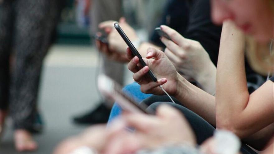 Els addictes al mòbil són més vulnerables al cibercrim