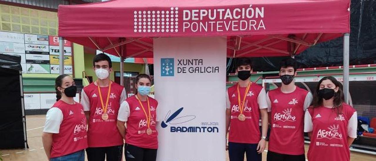 Equipo del Club Bádminton A Estrada que participó en el Campeonato de España Sub 17.