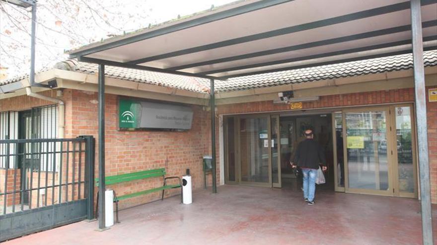 Coronavirus en Córdoba: Una trabajadora de la residencia del Parque Figueroa, en la UCI