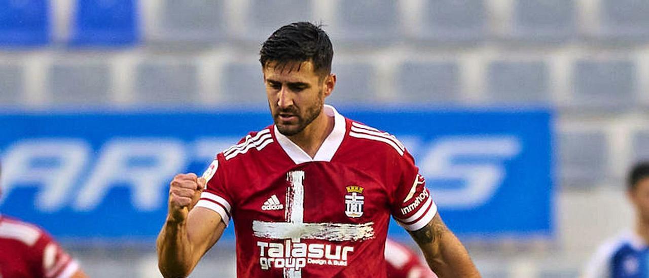 El central sevillano Raúl Navas celebra un gol conseguido por el Cartagena la temporada pasada frente al Sabadell. | | CARTAGENA FC