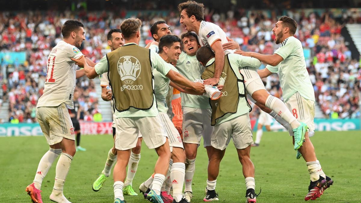 España celebra el quinto gol ante Croacia