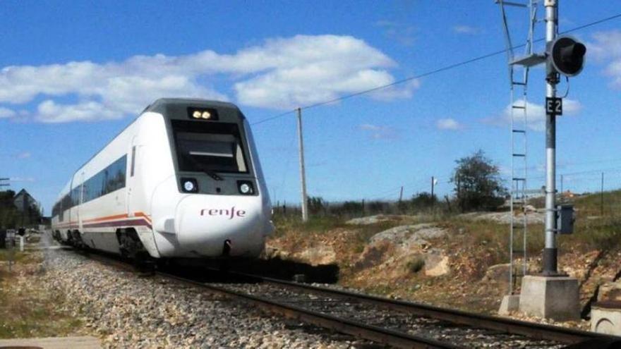 La Junta no prevé recuperar hasta julio el 80% de los trenes a Madrid