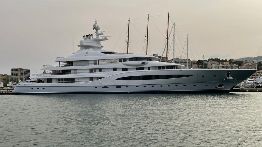 Atraca en el Club de Mar el megayate 'Mayan Queen IV', la joya flotante del magnate mexicano Alberto Baillères
