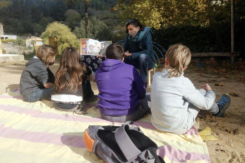 Protesta en contra de l''ús de la mascareta a l''escola La Vall d''Osor